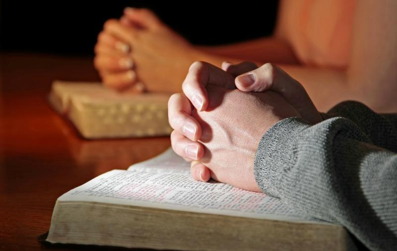 Сложенные в молитве руки, Писания