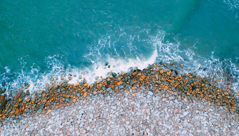 Пляж, камни, волна