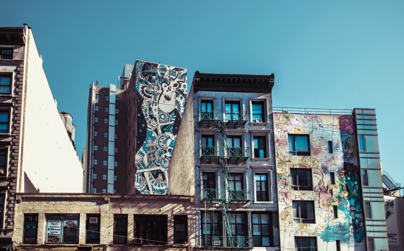 Здание с граффити